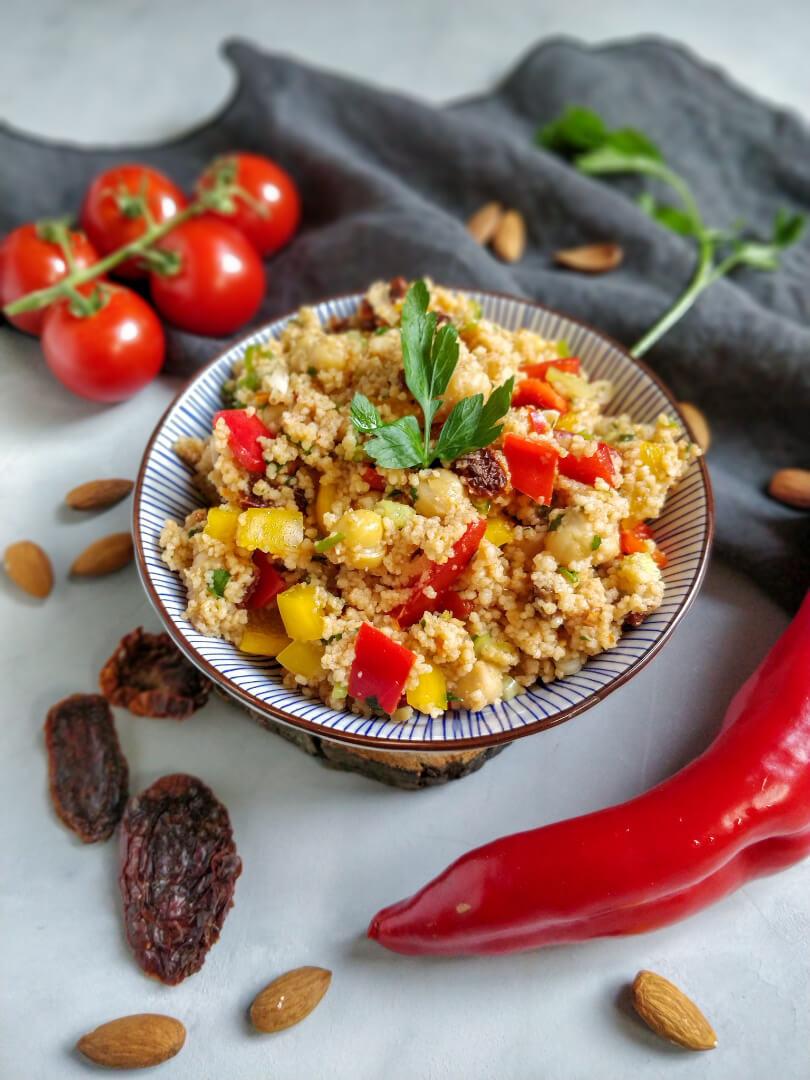 Snack für Wanderung 1: Veganer bunter Couscous Salat